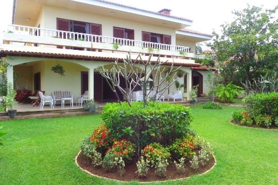 Einzigartige Villa mit 8 Schlafzimmern für Gästezimmer oder 2 Familien in ruhiger Lage
