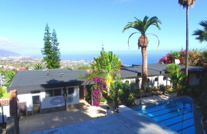 Zweifamilien- Finca mit Pool und großem Grundstück in bester Meerblicklage von La Orotava