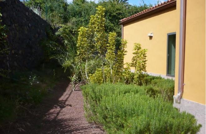 Das Haus umgebende Gärten