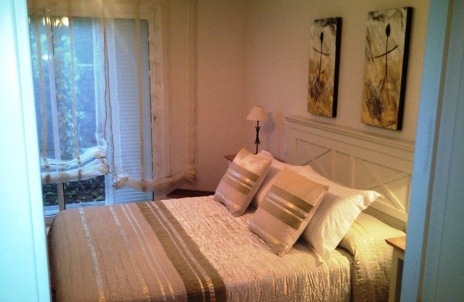 Elegantes und helles Hauptschlafzimmer
