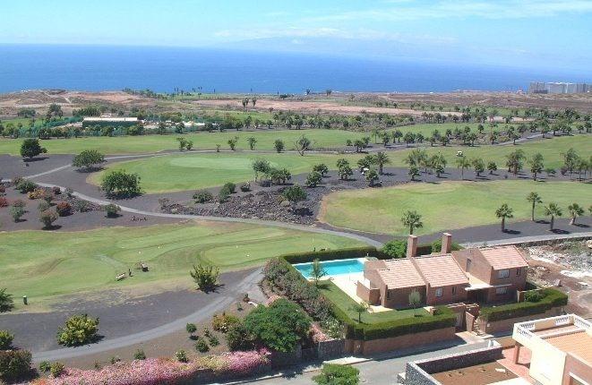 Die Villa aus der Vogelperspektive, mit La Gomera im Hintergrund