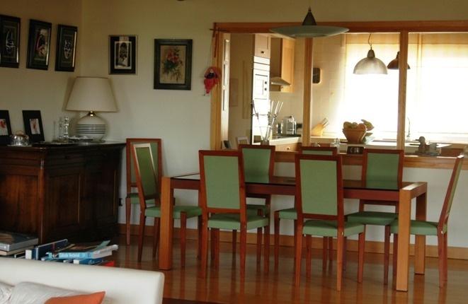 Essbereich mit Verbindung zur Küche