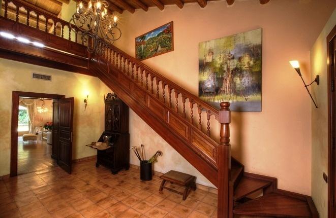 Schöne Eingangshalle der Villa