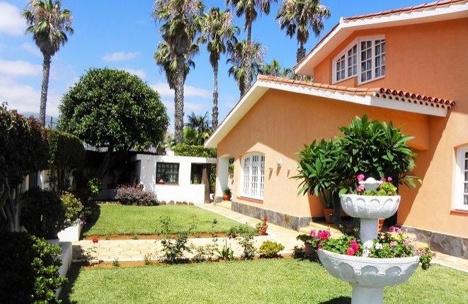 Liebevoll eingerichtetes Haus in ruhiger Lage mit Meerblick und Pool