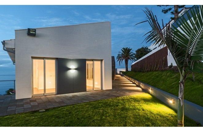 Exklusive moderne Neubauvilla in erster Meerslinie, mit großem Grundstück und Teideblick