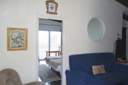 Diele und Schlafzimmer, rechts Zugang zum überdachten Frühstücksplatz