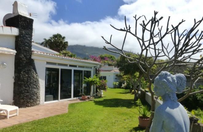 Gelegenheit an der Steilküste Teneriffas - Chalet mit Gästehaus, beheiztem Schwimmbad und Garage