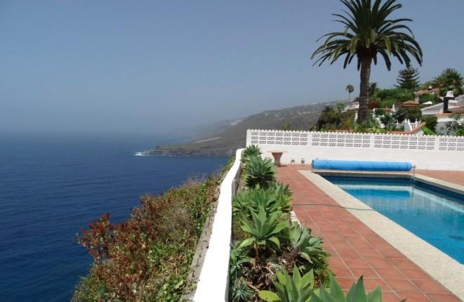 Zu verkaufen in der ersten Reihe Teneriffas: Villa mit großen Terrassen, Pool und fantastischem Meerblick