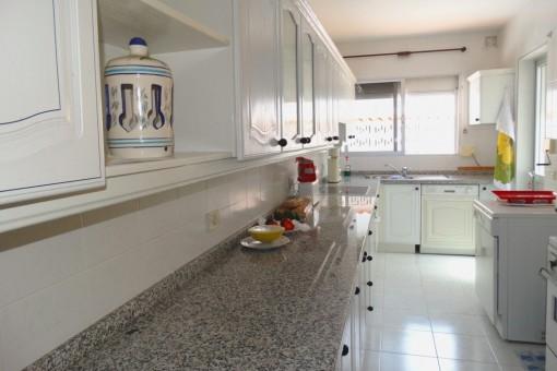 Die helle Küche