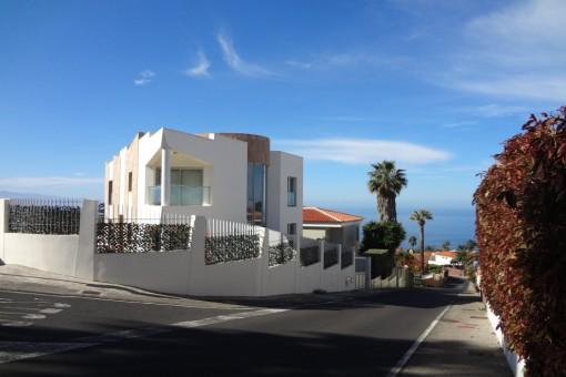 Schöne Designvilla mit hochwertiger Ausstattung und Meerblick