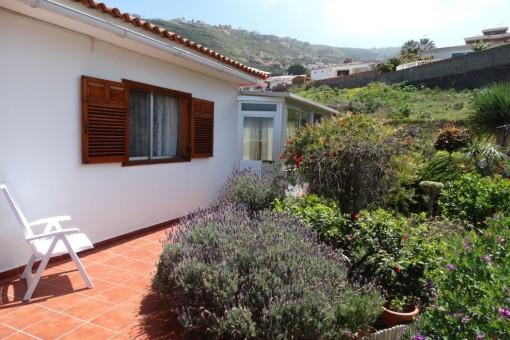 Terrasse neben dem Haus