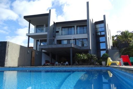 Moderne hochwertige Villa in einer der spektakulärsten Meerblicklagen der ersten Reihe Teneriffas
