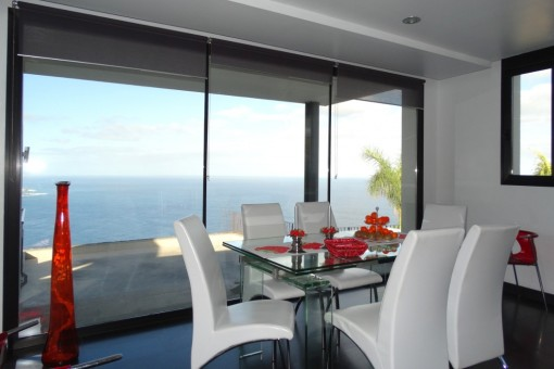 Esszimmer mit Panoramameerblick