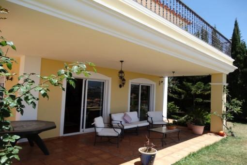 Geschützte Terrasse am Garten