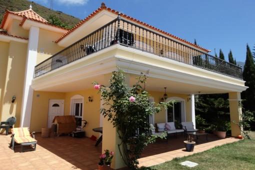 Harmonische hochwertige Villa mit 5 Schlafzimmern in bester Lage mit Humboldtblick