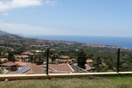 Blick über das Orotavatal auf Puerto de la Cruz und den Atlantik
