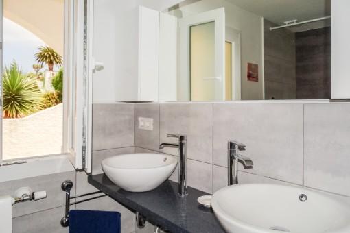 Ein weiteres Badezimmer mit Dusche