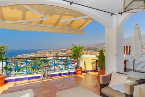 Villa mit 4 Schlafzimmern, schönem kleinen Garten, Pool und erlesenem Meerblick in Costa Adeje