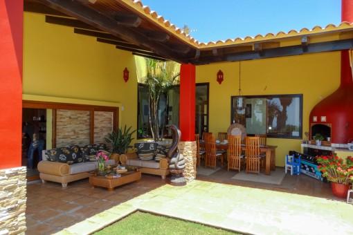 Außen-Essbereich und Chill-out Lounge
