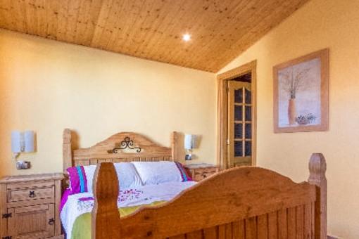 Schönes Schlafzimmer mit Einzelbett