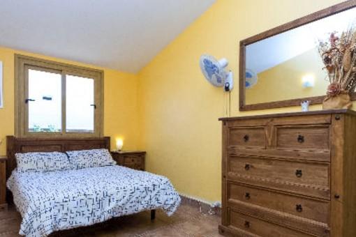 Herrliches Hauptschlafzimmer mit Doppelbett
