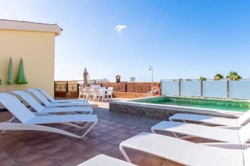 Playa de las Americas, zwischen Siampark und Strand: Ferienimmobilie mit Meerblick und Pool in idealer Lage