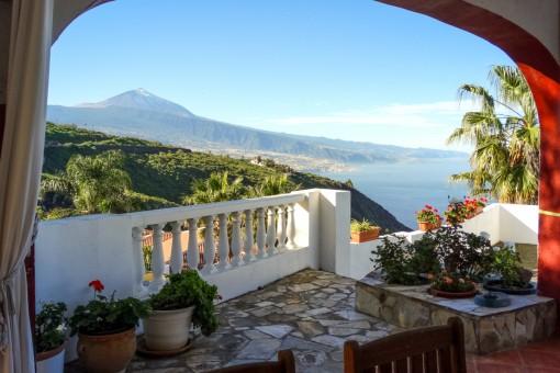 Schöne kanarische Villa mit fantastischem Teide- und Meerblick, Gästeappartements und großem Swimmingpool in La Matanza
