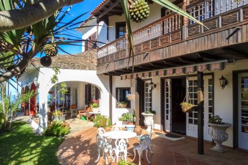 Einladende Terrasse und Garten