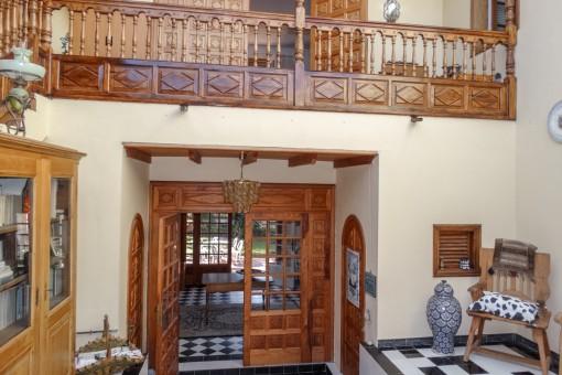 Galerie und Wohnbereich