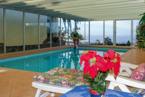 Schöne Villa mit Hallenschwimmbad, Garage und Gästeapartment in El Sauzal, Teneriffa