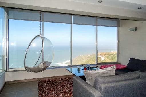 Top renovierte große Wohnung mit Panoramablick, Pool und großem Garten