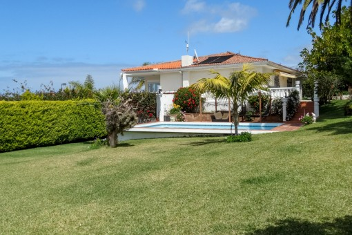 Neurenovierte, exklusive Villa mit großem Garten und Terrassen, Teide- und Meerblick in El Sauzal