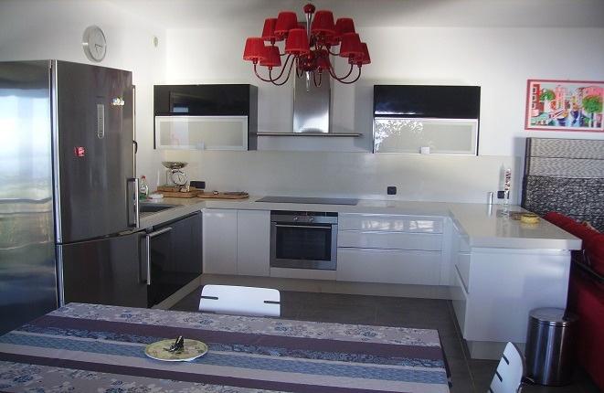 Die große, moderne Küche