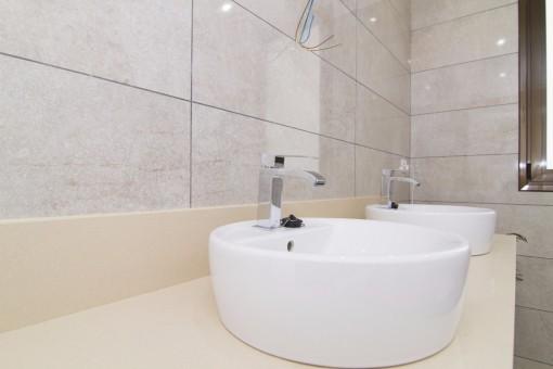 4 Badezimmer Villen