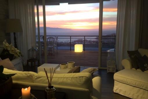 Luxuriöse 3 Schlafzimmer 3 Badezimmer Villa mit Pool und herrlichem Blick in San Eugenio Alto