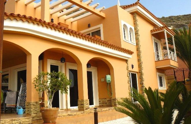 Schöne Villa mit Pool und Meerblick
