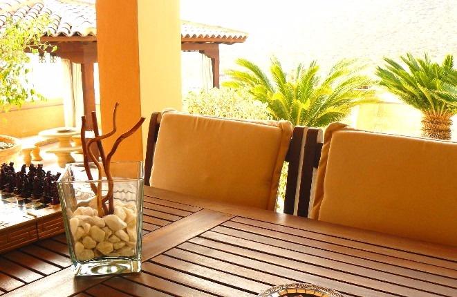 Der Esstisch auf einer der Terrassen