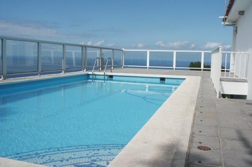 Villa mit Pool und Gästeapartment in beliebter Wohngegend