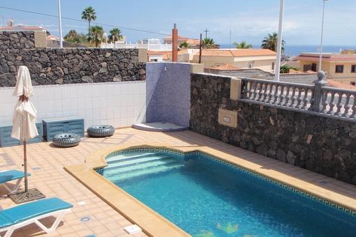 Hochwertig ausgestattete Villa mit beheiztem Pool, Klimaanlage und wunderbarem Meerblick