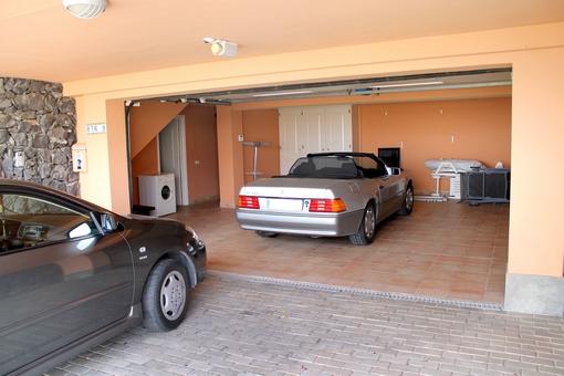 Die Garage für zwei Fahrzeuge