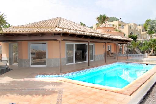 Golf Costa Adeje: Moderne Luxusvilla mit Meerblick nach La Gomera