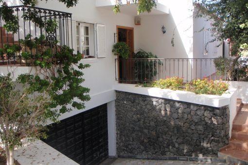 Villa mit Pool und Meerblick in ruhiger Lage in Callao Salvaje