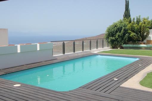 torviscas alto luxus chalet mit gro er terrasse garten und garage. Black Bedroom Furniture Sets. Home Design Ideas