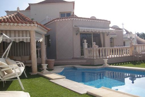 Stilvolle Luxusvilla mit Pool und großer Terrasse in Callao Salvaje