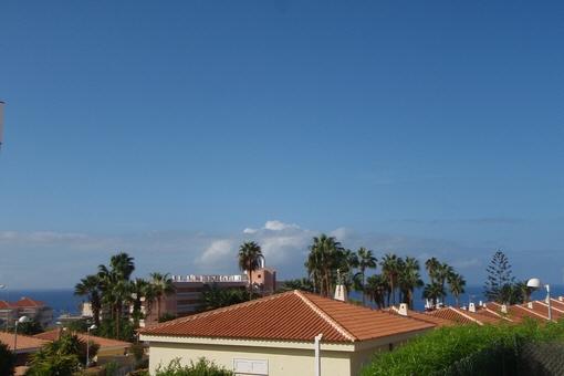 Adrette Villa an der Costa Adeje mit privatem Pool, großer Terrasse und Meerblick