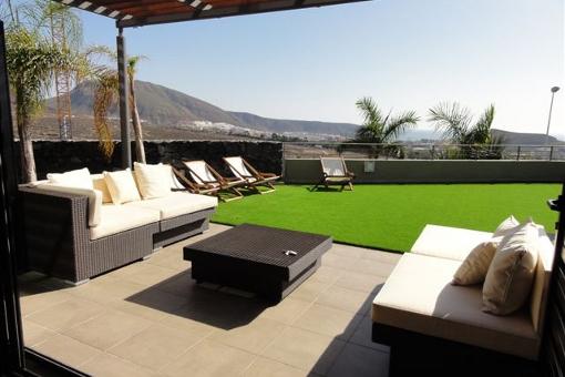 Geräumige Terrasse mit herrlichem Blick
