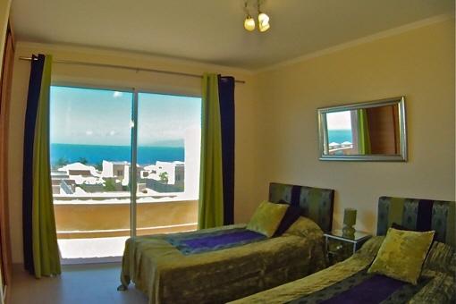 Zweites Schlafzimmer mit Panoramafenstern