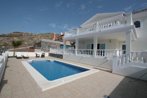 Villa in Roque del Conde mit Schwimmbad, Terrasse, Lift, Garten, Garage und Meerblick