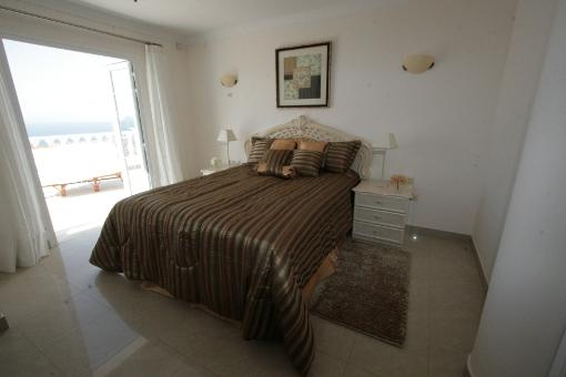Eines der Schlafzimmer mit Meerblick