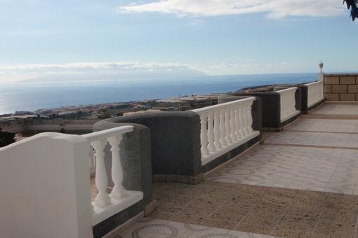 Obere Terrasse mit spektakulärer Aussicht